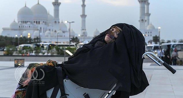 فيديو.. الإماراتية التي أفاقت بعد 27 عاماً في الغيبوبة تتحدث وتقرأ القرآن