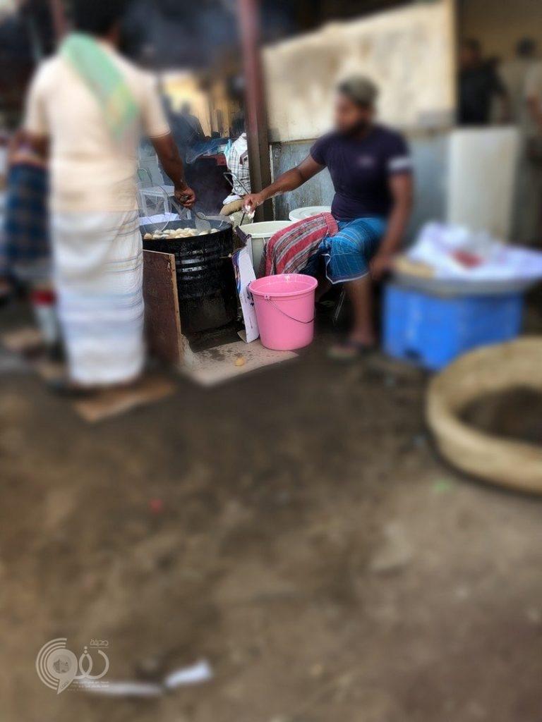 شاهد.. طاولات السفر الرمضانية التي تنتشر على الطريق الرابط بين محافظتي صبيا وبيش