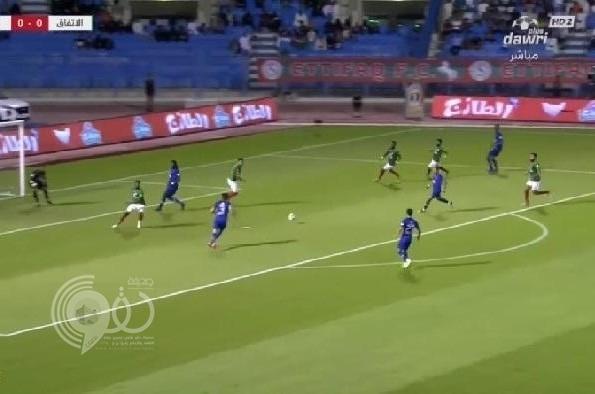 شاهد بالفيديو : الهلال يفوز على الاتفاق بصعوبة ويواصل مطاردة النصر