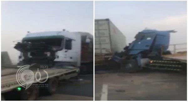 """حادث تصادم مروع لـ 17 سيارة على طريق """"الطائف – الرياض"""".. فيديو"""