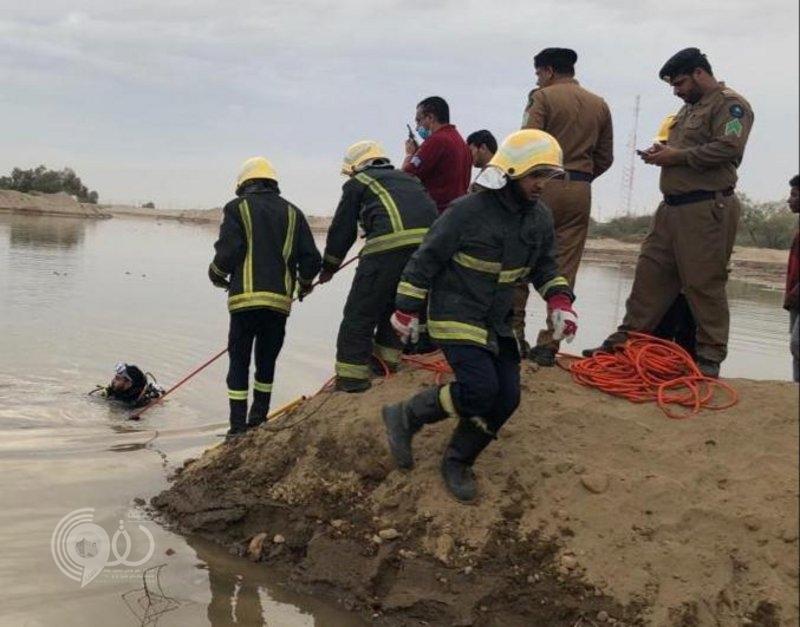 """""""مدني أحد المسارحة"""" ينتشل جثة طفل غريق في وادي خلب.. صور"""