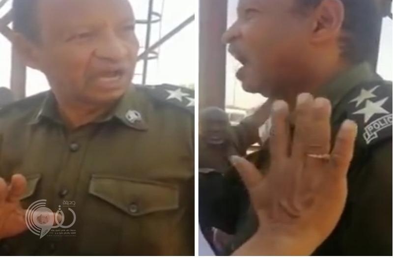"""شاهد .. ضابط سوداني يحلف بحياة """"المصحف الشريف"""" أن البشير معتقل في السجن!"""