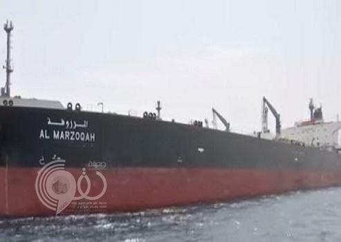 """شاهد .. أول فيديو لسفينة الشحن السعودية """"المرزوقة"""" التي تعرضت لعمل تخريبي في خليج عمان"""
