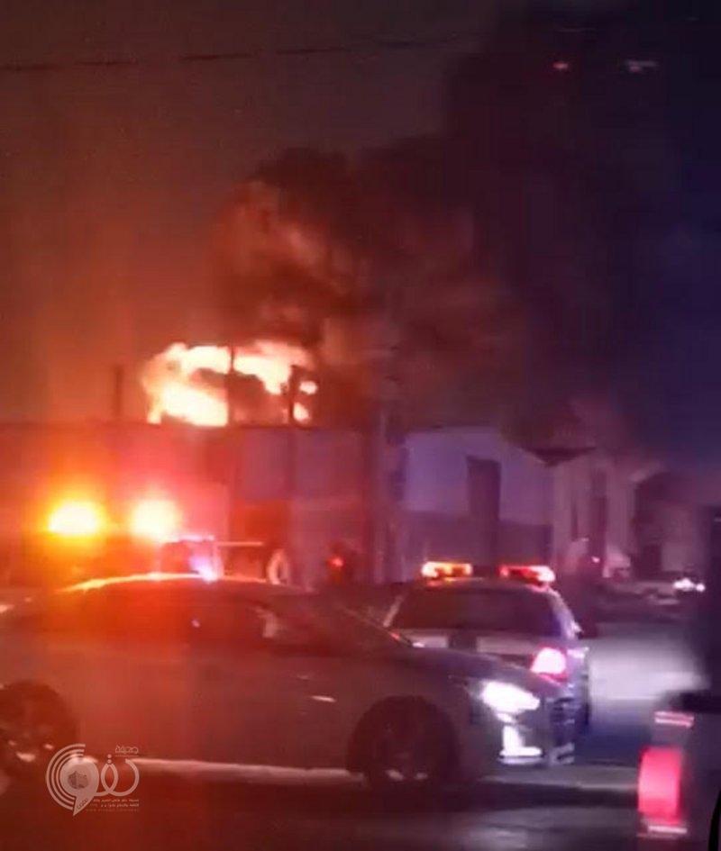 حريق هائل يندلع بمستودعات صناعية جنوب جازان.. فيديو وصور