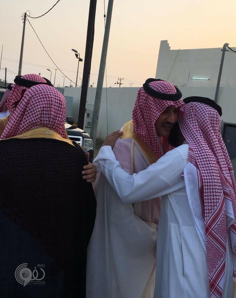 رئيس مركز العالية يتقدم المصلين بالدهناء لأداء صلاة عيد الفطر المبارك.. صور