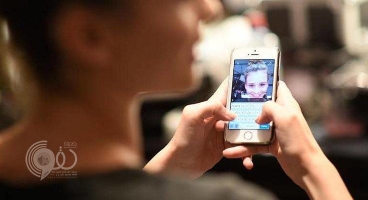 داء الآيفون.. ماذا تفعل الهواتف الذكية في مفاصل اليد؟