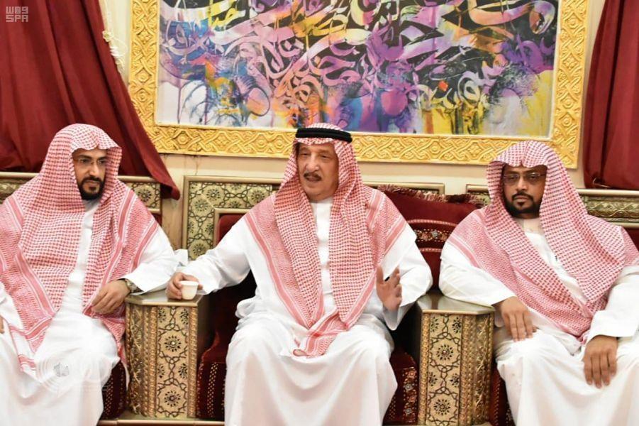 أمير جازان يعزي في وفاة الشيخ المدخلي.. صور