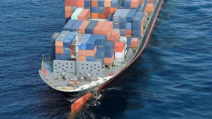 غرق سفينة تجارية إيرانية في بحر قزوين