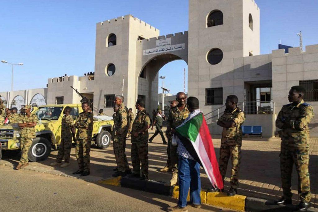 السودان يعلن كشف محاولة انقلابية شارك فيها رئيس أركان القوات المسلحة