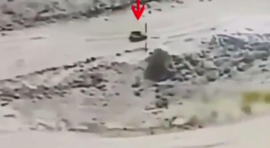 بالفيديو … مقاتلات التحالف تنسف مركبة أحد قيادات المليشيات الحوثية في صعدة