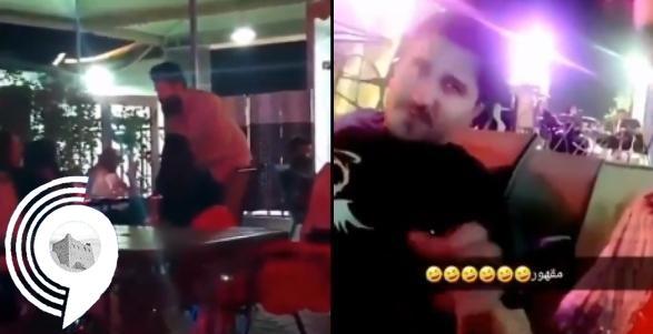 شاهد: وافد يوثق لحظة تحرش صديقه بفتيات داخل مقهى للشيشة بالرياض !-فيديو