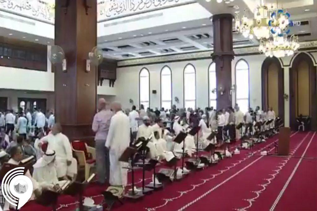 بالفيديو.. شخص يهدد بتفجير قنبلة بمسجد كويتي على الهواء مباشرة
