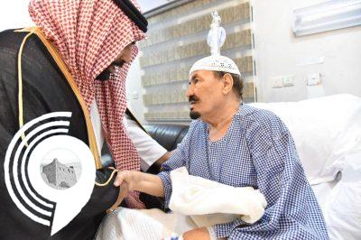 """شاهد بالصور """"سمو نائب أمير منطقة جازان """"يطمئن على صحة شيخ شمل قبائل فيفا"""