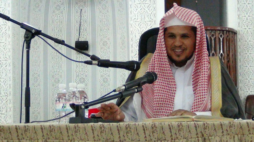 "داعية سعودي: ""يجوز للعروس أن تتيمم حفاظاً على مكياجها""!"