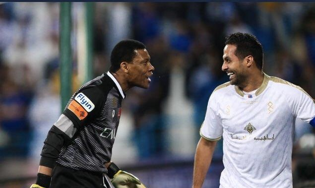 """""""الدعيع"""" يفاجئ ياسر القحطاني بتغريدة بعد انتهاء مباراة اعتزاله.. ويعلن عن هديته له !"""