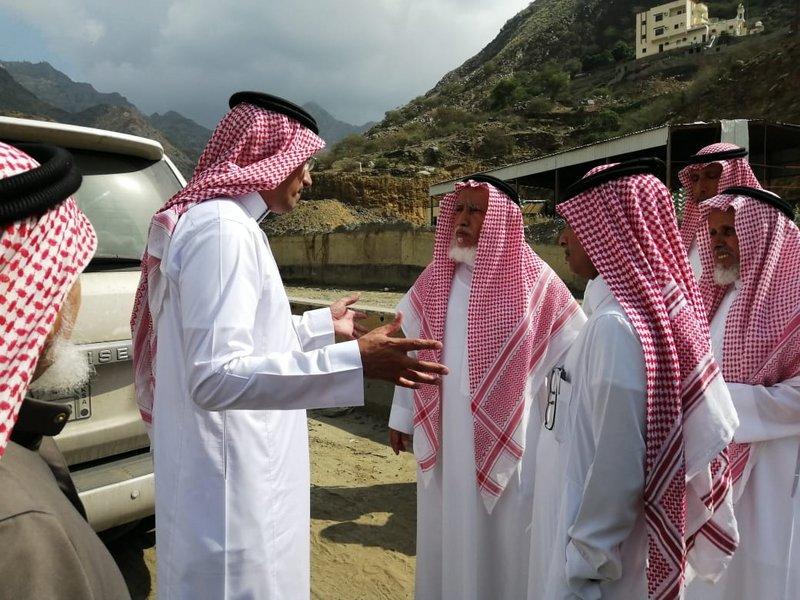 """لجنة من وزارة النقل تقف على طريق """"عثوان الداير"""""""