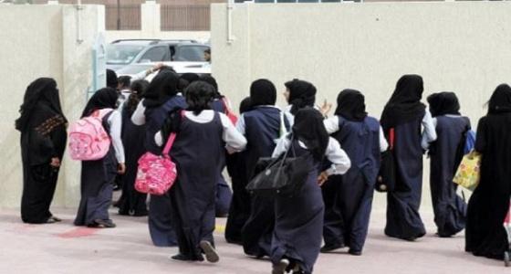 اتهام مديرة مدرسة في جازان باحتجاز طالبة 3 أيام داخل مكتبها