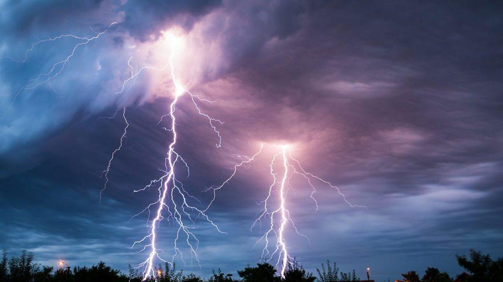 «مدني جازان» تحذر سكان المنطقة من الأمطار الرعدية