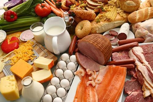 كيف تستفيد من الأطعمة منتهية الصلاحية؟.. إليك عدة طرق مبتكرة