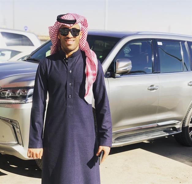 """""""أرحبوا يا رجال"""".. حمدالله ينشر صورة له بالزي السعودي"""
