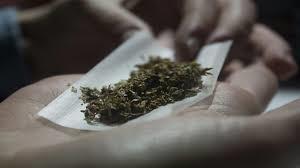 """""""مكافحة المخدرات"""" تعرّف بعلامات تعاطي الحشيش وتوضح أضراره"""
