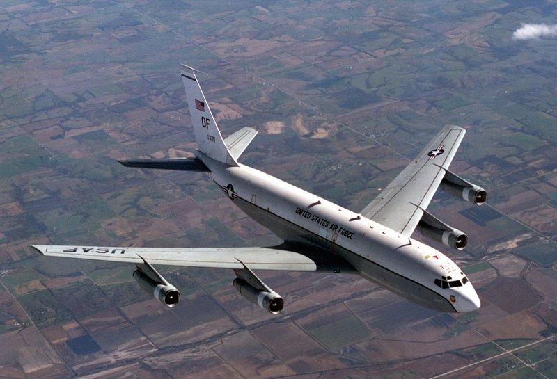لماذا حلقت طائرة نووية فوق القاعدة الأمريكية بالعراق؟
