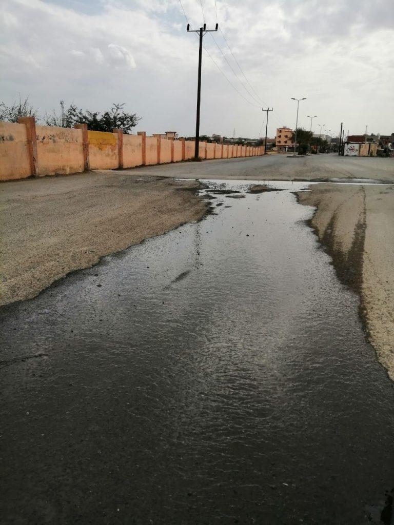 مركز الحقو : تسريبات المياه تقتل الشوارع ! مشاهد مُتكررة وضعف في تطبيق الأنظمه