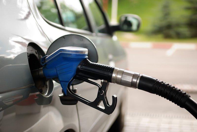 """""""أرامكو السعودية"""" تعلن مراجعة أسعار البنزين: بنزين 91: 1.55 / بنزين 95: 2.11"""