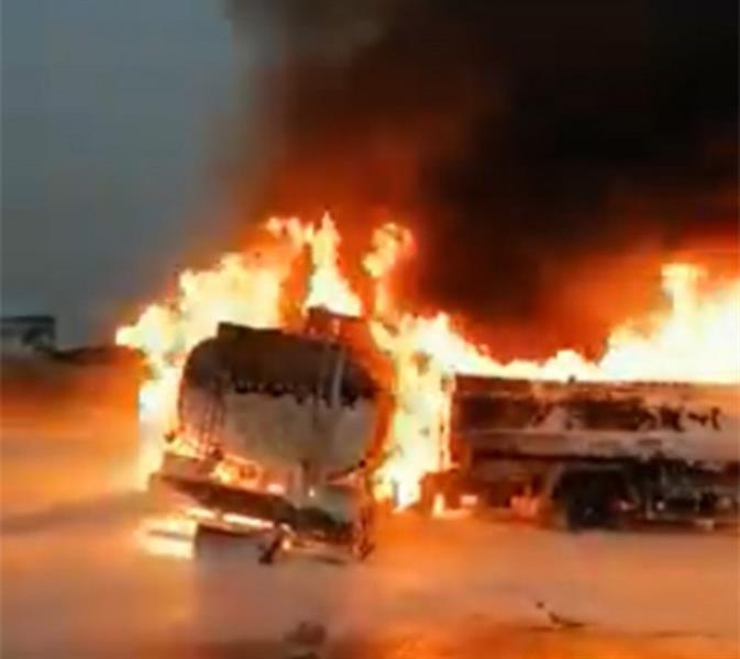 """شاهد.. حريق هائل في ناقلتي وقود في """"بيش"""" والدفاع المدني يتدخل"""