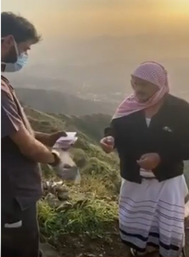 """شاهد أبطال الصحة بـ """"محافظة هروب"""" وهم يوصلون أدوية المرضى لمنازلهم"""