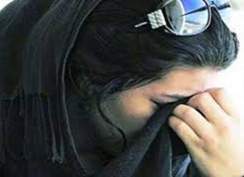 بسبب منع التجول .. امرأة تطالب بعودة زوجها إليها بعد ذهابه لزوجته الأولى !- فيديو