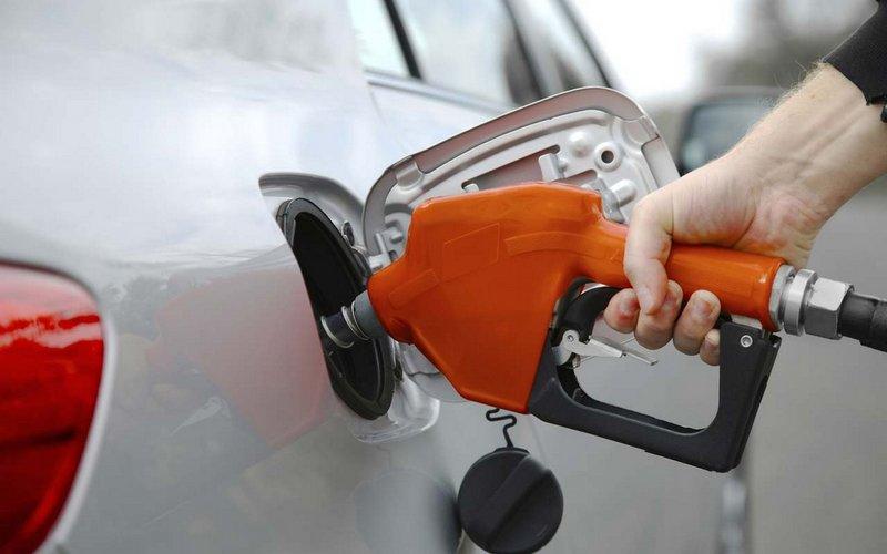 تخفيض أسعار البنزين بمختلف أنواعه في مصر