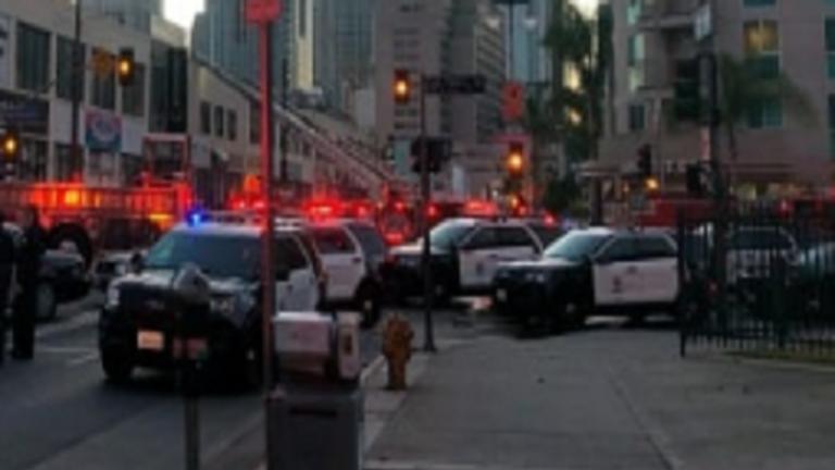 فيديو مخيف.. لحظة هروب رجال الإطفاء عبر نيران حريق لوس أنجلوس