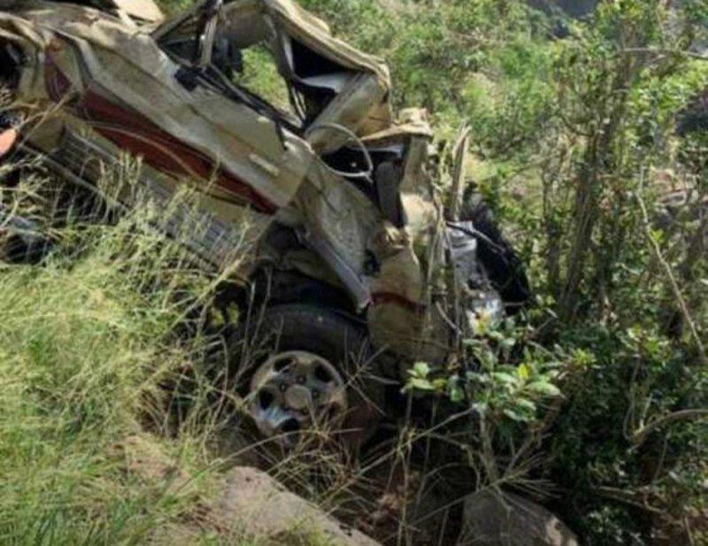 مصرع وإصابة شابين سقطت مركبتهما من منحدر جبلي بفيفاء