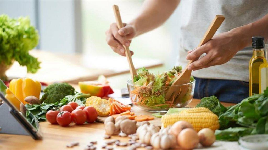 أطعمة تُخفض مستوى القلق والاكتئاب وتُحسن المزاج