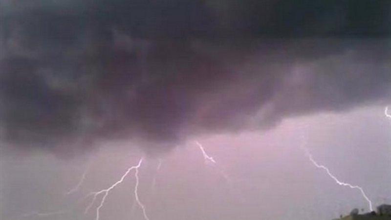 كما توقعت الأرصاد.. أمطار غزيرة على العارضة تقطع التيار الكهربائي