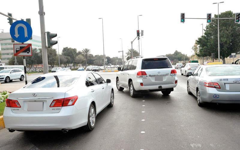 """""""المرور"""" يُحذر من 4 أخطاء ترتكب عند الإشارة الضوئية"""