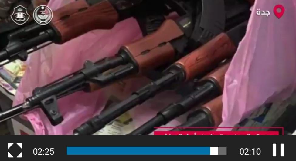 """من بينهم 7 يمنيين كانوا يستعرضون بالأسلحة .. شاهد: الأمن العام يبث فيديو """"تم القبض"""" لعدد من مرتكبي الجرائم"""