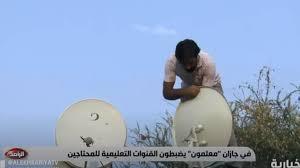 شاهد.. معلمون يجهِّزون أطباق الأقمار والقنوات التعليمية في إحدى قرى جازان