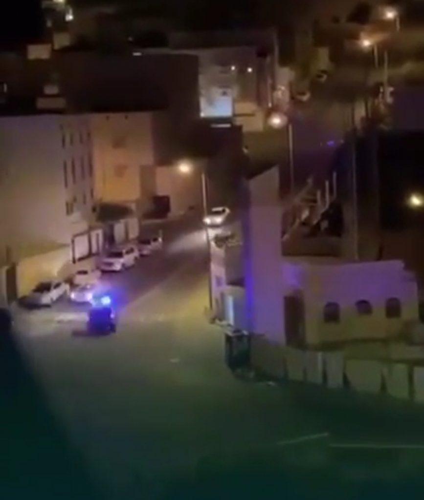الداخلية تعلن تفاصيل القبض على مطلوب هارب وبرفقته فتاتين وحشيش مُخدّر – فيديو