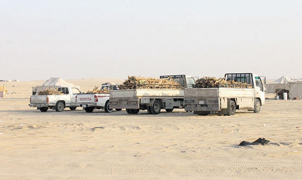 """""""أمن الطرق"""" يضبط عددًا من الشاحنات والمركبات المحملة بالحطب المحلي وقائديها"""