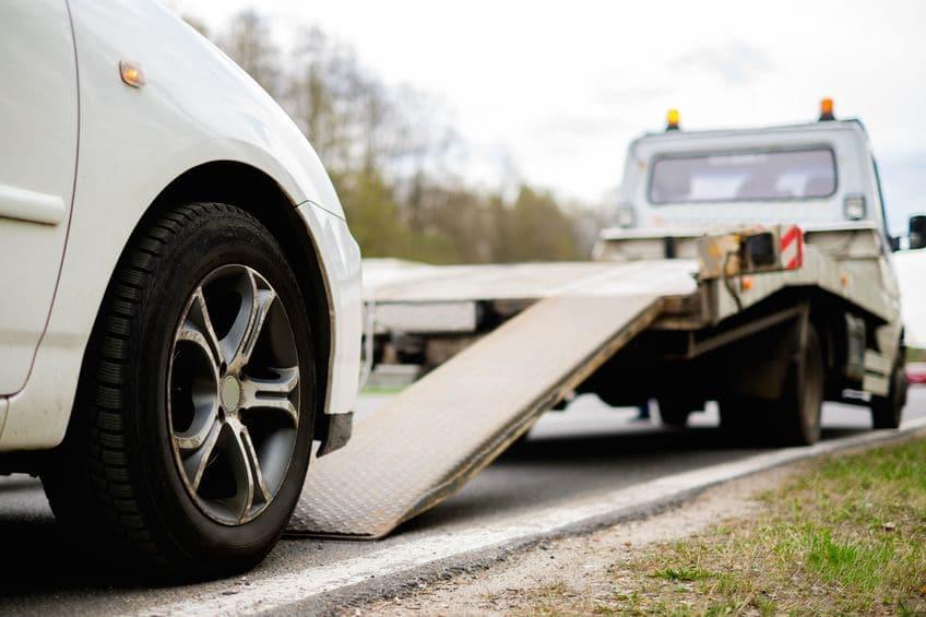 """قانوني: لا يحق لشركات الإيجار المنتهي بالتمليك سحب السيارة إلا بوجود بند في العقد وتحت إشراف """"الداخلية"""" (فيديو)"""