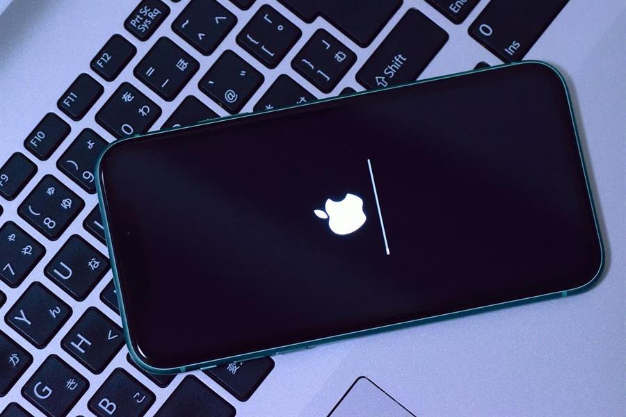 """آبل تطلب من عملائها تحديث نظام """"iOS14.4 """" لإغلاق ثغرات أمنية خطيرة"""