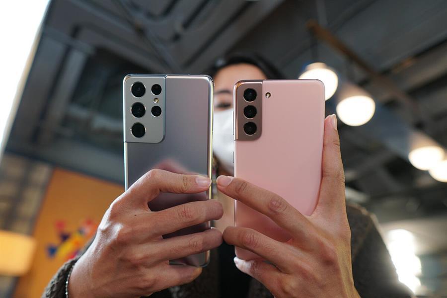 """""""سامسونغ"""" تكشف عن هاتفها الجديد وتعلن تخفيض الأسعار (صور وفيديو)"""