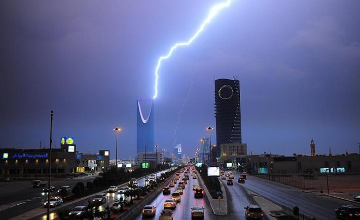 """من الخميس حتى السبت.. """"الأرصاد"""" يتوقع هطول أمطار رعدية على 9 مناطق"""