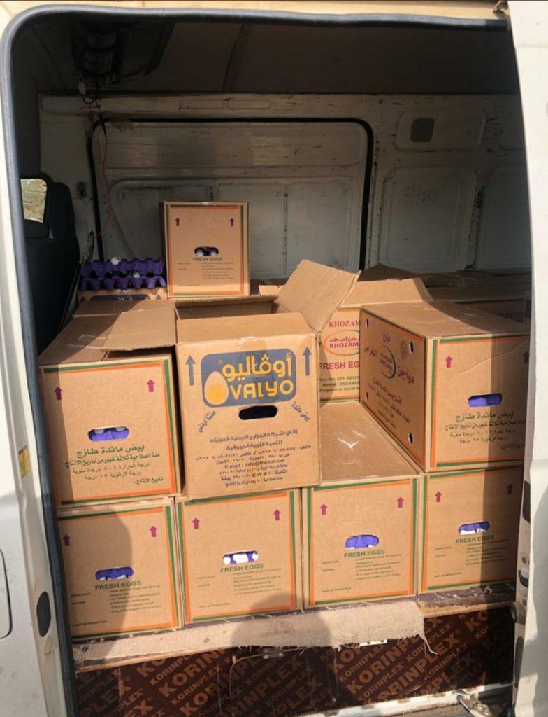 """الرقابة الصحية ببلدية محافظة العيدابي تضبط بائع متجول أثناء توزيعه """"بيض"""" غير صالح للإستهلاك – صور"""