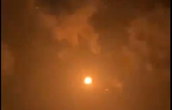 شاهد أول فيديو لاعتراض وتدمير الصاروخ الحوثي في سماء الرياض