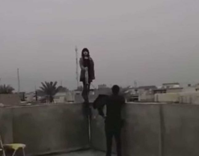 فيديو لــ فتاة تحاول الانتحار بعد تعرُضها لعُنف اُسري من قِبل والدها