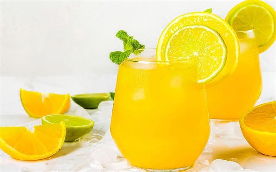 يحمي من السكري وحصوات الكلى.. تعرف على مزايا عصير الليمون للجسم