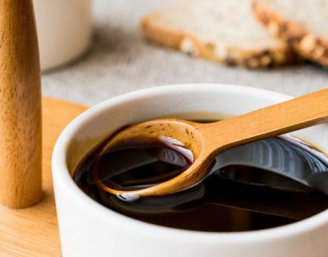 ماذا يحدث للجسم عند تناول ملعقة من العسل الأسود قبل النوم